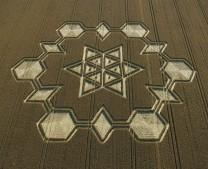 Avebury Henge, Wiltshire | 24th July 2005 | Wheat | Classical hexagram in centre