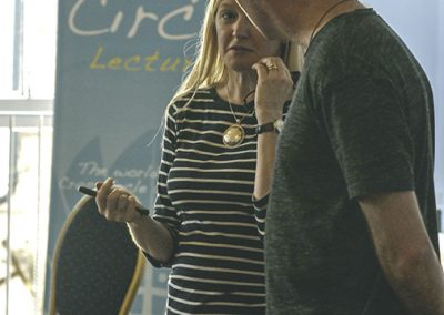 Conference 2019 | Karen & Geoff exchange ideas.