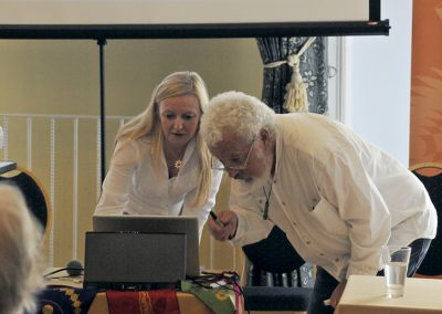 Conference 2019 | Karen & Robin test the technology.